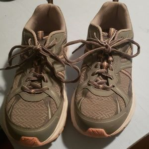 Dr.Scholls sneakers size 9m
